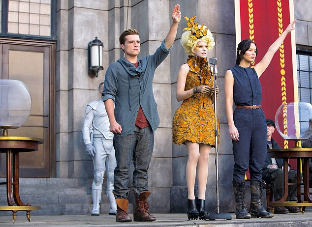 Elizabeth (centre) in The Hunger Games: Catching Fire with co-stars Josh Hutcherson and Jennifer Lawrence