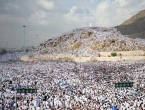 Hajj pilgrims gather at Arafat for Day of Prayer