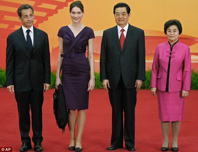 French President Nicolas Sarkozy (left), his wife Carla Bruni-Sarkozy, Chinese President Hu Jintao in Shanghai and his wife Liu Yongqing pose during the opening ceremony