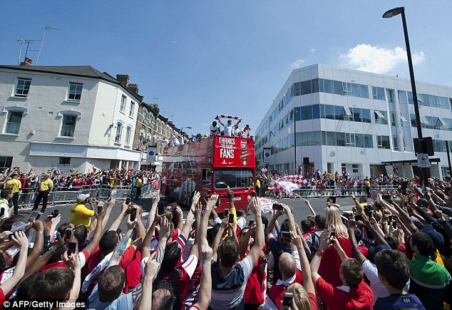 Stand up if you love Arsenal! Supporters show their appreciation for finally bringing hokme some silverware
