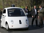 Google's Chris Urmson (R) shows a Google self-driving car to U.S. Transportation Secretary Anthony Foxx (L) and Google Chairman Eric Schmidt (C) at the Google headquarters on February 2, 2015 in Mountain View, California ©Justin Sullivan (Getty/AFP/File)