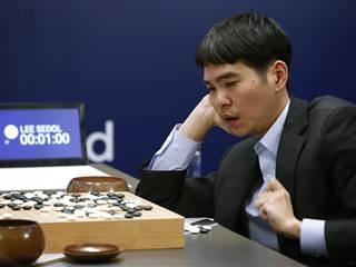 Human Go Player Finally Beats AlphaGo Software After Three Straight Losses