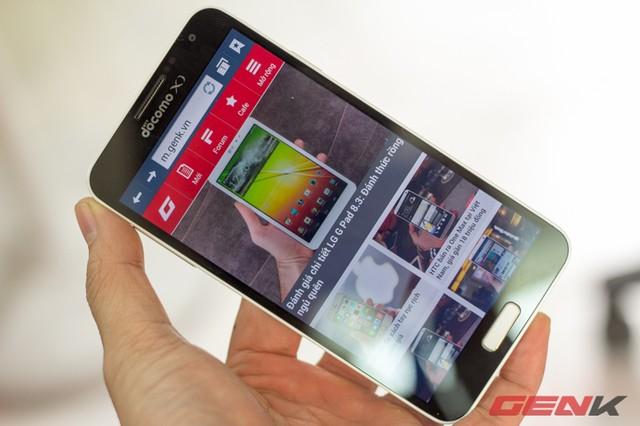 Galaxy J có màn hình nhỏ hơn Note 3 nhưng cấu hình mạnh mẽ tương tự phù hợp hơn với nhiều đối tượng.