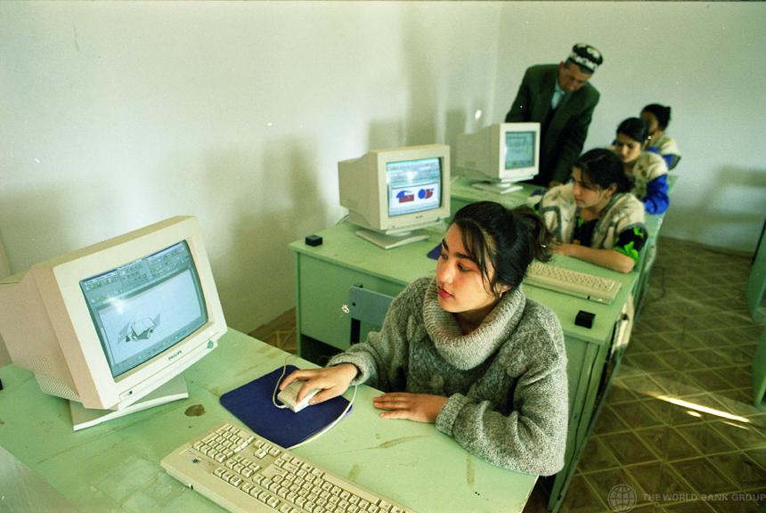 Computer training class - World Bank photo collection (Creative Commons licensed via Flickr)