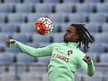 epa05231551 Portugal's national soccer team player Renato Sanches during a training at Restelo stadium in Lisbon, Portugal, 26 March 2016. Portugal will face Belgium in  a friendly soccer match on 20 March 2016.  EPA/ANTONIO COTRIM