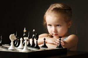 Mädchen beim Schach 2