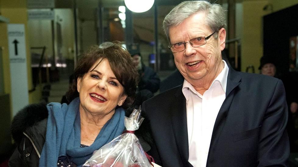 Pirkko Mannola ja Göran Stubb menivät karkauspäivänä kihloihin.