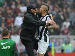 TURIN, ITALY - APRIL 28:  Arturo Vidal (R) of Juventus celebrates with his head coach Antonio Conte after scoring the opening goal during the Serie A match between Torino FC and Juventus at Stadio Olimpico di Torino on April 28, 2013 in Turin, Italy.  (Photo by Valerio Pennicino/Getty Images)