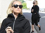 ***Not available as part of a subscription deal. Fee set at ?150 before 22:00 on 6th April 2016 for use of the set before this time*** EXCLUSIVE ALLROUNDERAshlee Simpson arrives at Tracy Anderson for a workout Featuring: Ashlee Simpson Where: Los Angeles, California, United States When: 05 Apr 2016 Credit: WENN.com