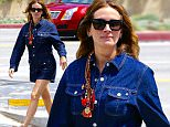 Exclusive... 52019478 Actress Julia Roberts bumps into some friends while she is out and about in Santa Monica on April 10, 2016. FameFlynet, Inc - Beverly Hills, CA, USA - +1 (310) 505-9876