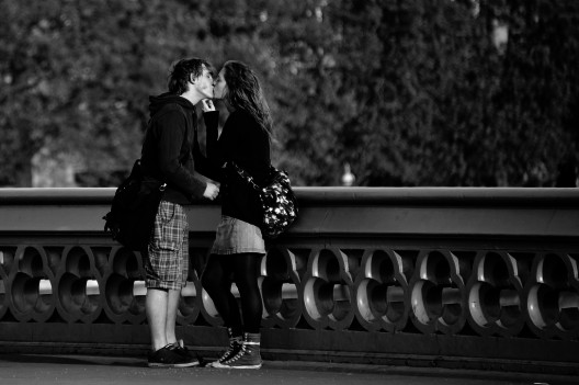kiss_bryan_leung_westminster_bridge