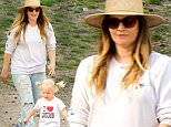04/21/2016\nEXCLUSIVE: Drew Barrymore spends time with friends and daughter Olive in Central Park today. Drew has spent the last few weeks stepping out for different events, looking great and seems to have moved on from the shocking news that she and husband Will Kopelman have separated. Drew was spotted taking in a late lunch in Central Park then retiring to a nearby patch of grass with a group of friends to enjoy the beautiful NYC spring weather. \nsales@theimagedirect.com Please byline:TheImageDirect.com\n*EXCLUSIVE PLEASE EMAIL sales@theimagedirect.com FOR FEES BEFORE USE