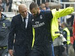 epa05273759 Real Madrid's French forward Karim Benzema (R) chats with the team's coach, Zinedine Zidane (L), as he leaves the field after getting hurt during their Primera's Division Liga match against Rayo Vallecano held at the Vallecas Stadium in Madrid, Spain, on 23 April 2016.  EPA/Luca Piergiovanni