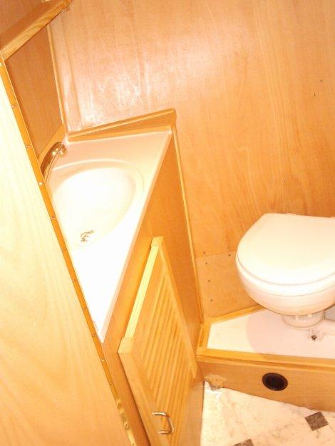 Bug- Gastetoilette / bow guest toilet