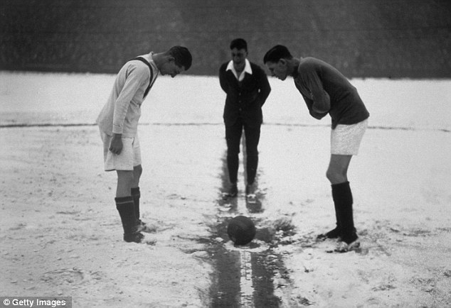 Anyone seen the coin? the referee tosses up at the start of Arsenal v Man United in 1926