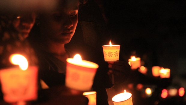 Members of Bullet Buddhas take a candle light tribute to Jisha at the Chathiayath Road in Kochi. |Albin Mathew/ EPS