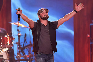 Tyler Farr Scores First No. 1 on Country Airplay, Steven Tyler Debuts