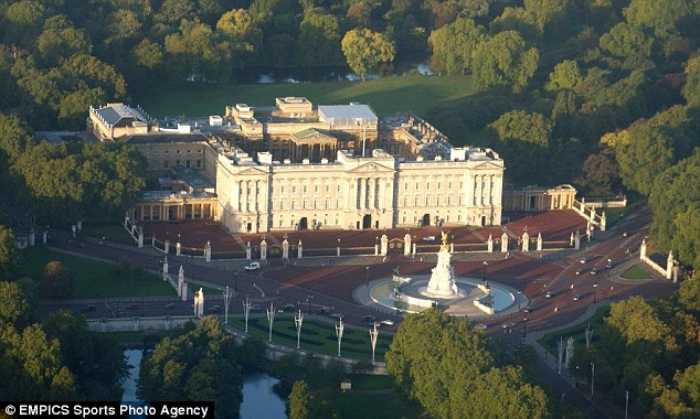 A man has been arrested after scaling a wall at Buckingham Palace yesterday evening. File photo