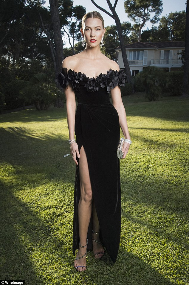 Garden party: The 6ft 1in model navigated the art of the walking on grass in high heels