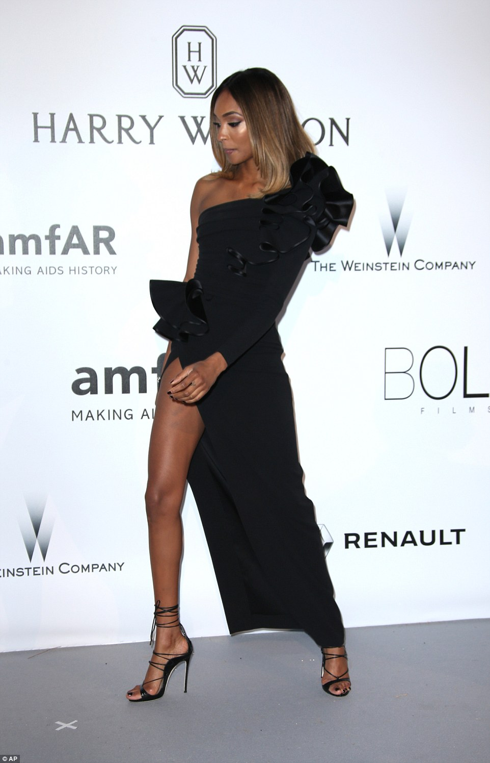 Legs eleven! She joined her fellow supermodels in treating the red carpet as an exhibit for their endless legs as she showed off her pins through the endless split extending the length of her leg