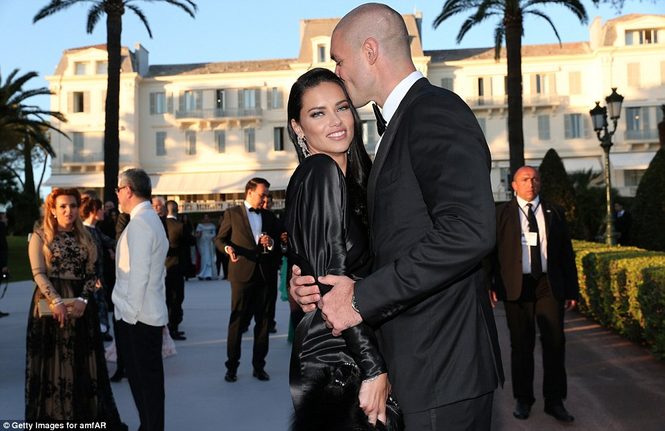 A cosy display: Adriana and Joe looked simply adorable as they cosied outside the gala