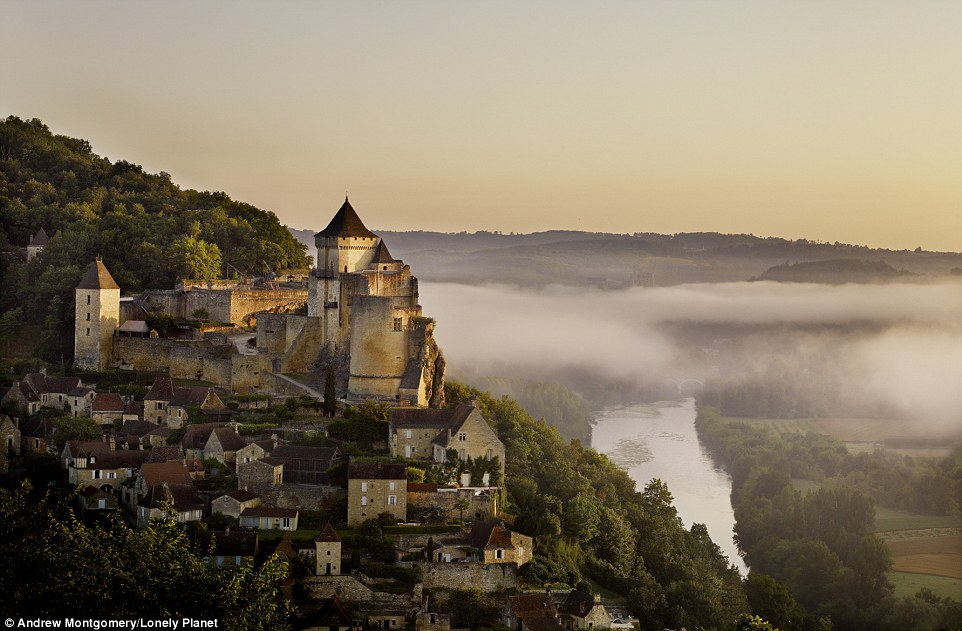 The Château de Castelnaud, which was constructed between the 13th and 17th centuries, looms over the Dordogne Valley