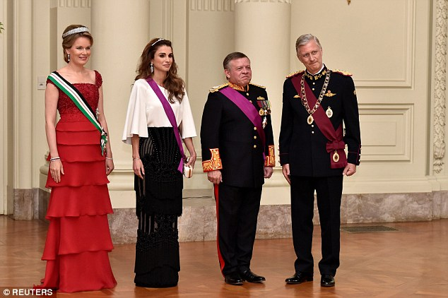 Left to right: Queen Mathilde, Queen Rania, King Abdullah and King Philippe  pose for an official photo at Laeken