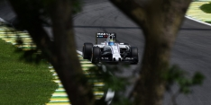 Massa excluded due to pre-race tyre breach