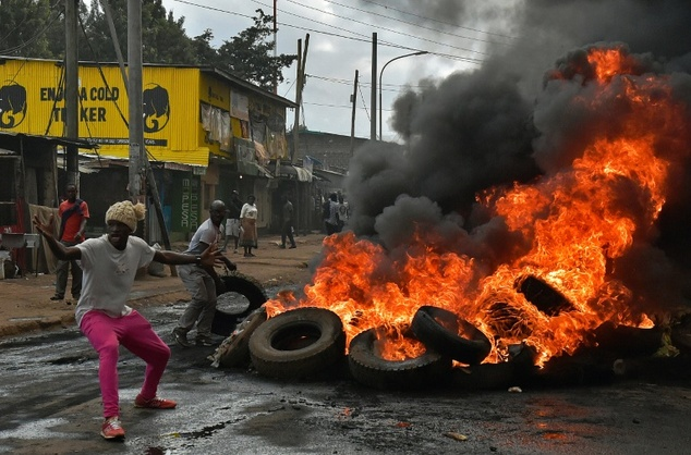 Protestors light tyres on a barricade in Nairobi on May 23, 2016