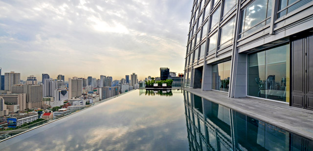 okura-prestige-bangkok-hotel-piscine-toit