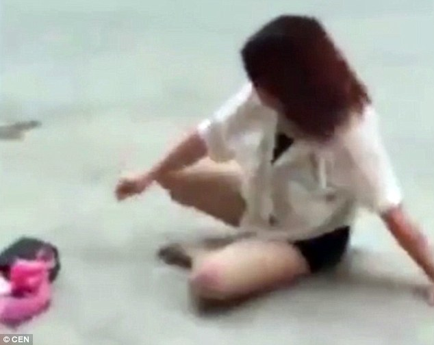Towards the end of the footage, the woman can be seen collecting her things from the street
