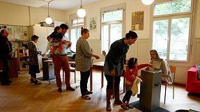 Швейцария проголосовала против базового дохода и за беженцев
