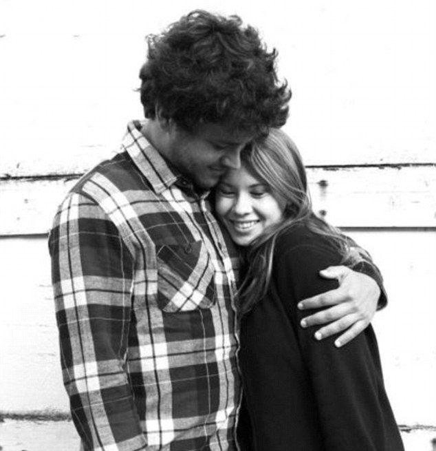 'I miss your puns and hugs': Bindi Irwin, 17, snuggles with boyfriendChandler Powell before she returns to Australia after three weeks in the U.S. with him