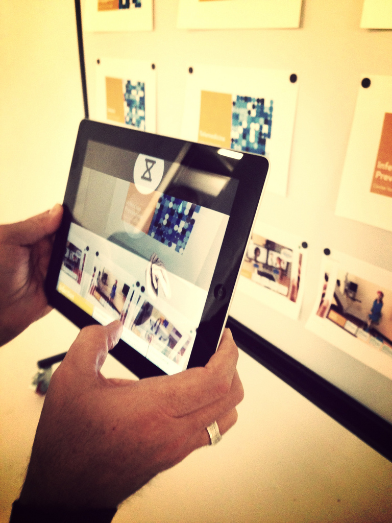 Augmented reality technology has the ability to bring photos to life and increase audience engagement.