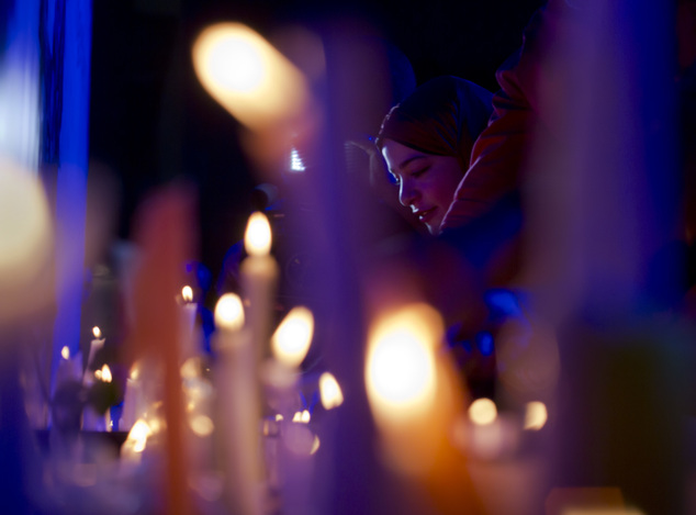 Egyptians light candles during a candlelight vigil for the victims of EgyptAir flight 804, in Cairo, Egypt, Thursday, May 26, 2016. The cause of Thursday's c...