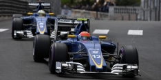 Sauber drivers apologise after clash