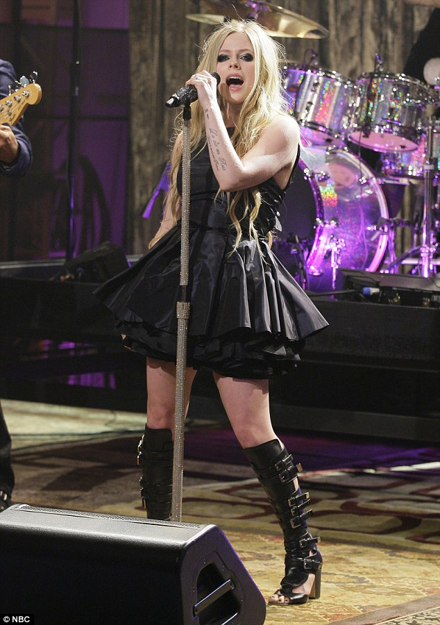 Musical relief: Avril Levigne performed after Robert's rousing interview