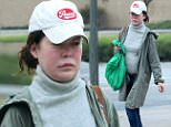 Exclusive... 52089566 Actress Lara Flynn Boyle stops by a market in Westwood, California on June 11, 2016. It has recently been rumored that Lara is pregnant. She was seen leaving the market while trying to cover her belly with her green shopping bag. ***NO USE W/O PRIOR AGREEMENT-CALL FOR PRICING*** FameFlynet, Inc - Beverly Hills, CA, USA - +1 (310) 505-9876