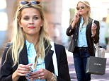 June 14, 2016: Reese Witherspoon spotted texting while out shopping, carrying a bag from home retailer Pirch, New York City.\nMandatory Credit: Dara Kushner/INFphoto.com      Ref.: infusny-05/42
