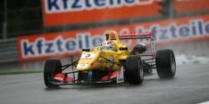 Giovinazzi extends F3 lead in Austria