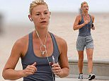 EXCLUSIVE: Claire Danes goes for a early morning run in Santa Monica  Pictured: Claire Danes Ref: SPL1313238  060716   EXCLUSIVE Picture by: Splash News  Splash News and Pictures Los Angeles: 310-821-2666 New York: 212-619-2666 London: 870-934-2666 photodesk@splashnews.com