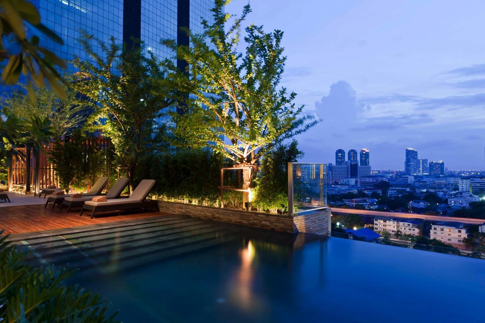 eastin-sathorn-rooftop-pool-bangkok-hotel