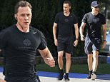 TOM HIDDLESTON RUNS ON THE BEACH ON THE GOLD COAST\n14 July 2016\n©MEDIA-MODE.COM