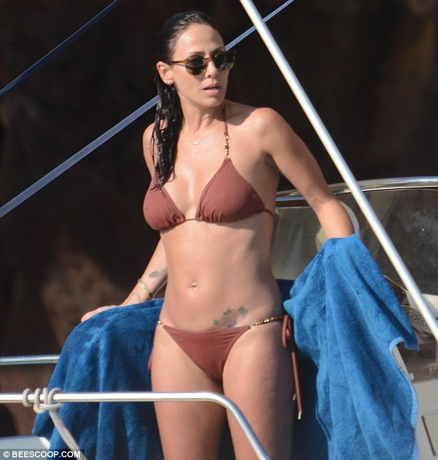 All eyes on her! Natalie Imbruglia showed off her rock hard torso on Sunday as she enjoyed a boat outing along the Sicily