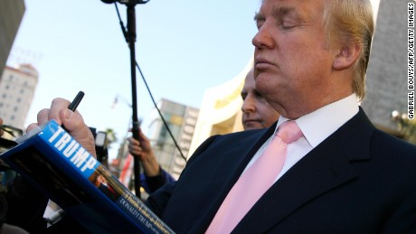 Hollywood, UNITED STATES:  US billionaire Donald Trump signs autographs after he was honored with the 2,327th star on the Hollywood Walk of Fame on Hollywood Boulevard in Hollywood, CA, 16 January 2007.      AFP PHOTO/Gabriel BOUYS  (Photo credit should read GABRIEL BOUYS/AFP/Getty Images)