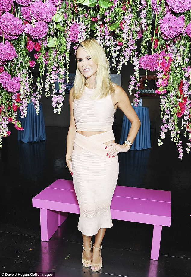 Floral fun:Once inside the event, Amanda got super playful while she posed under an exquisite floral arch while larking around with presenter Richard Arnold