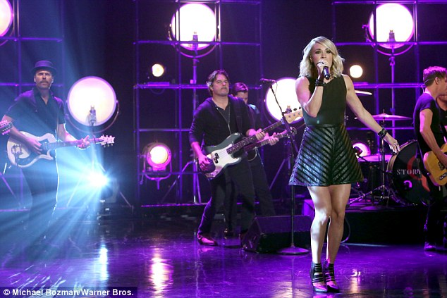 Taking the stage: The country star was joined by a live band for the performance