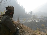 An Indian soldier keeps watch over the army barracks Gingal Uri, Kashmir ©Rouf Bhat (AFP/File)