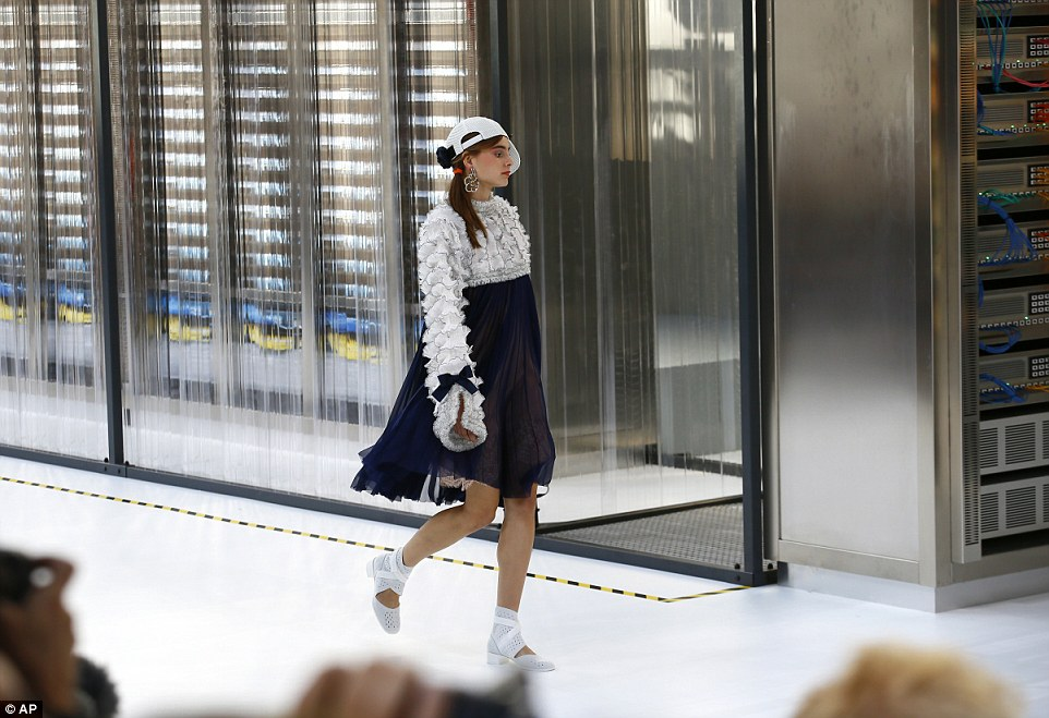 As well as plenty of graphic bold prints, Karl went back to his roots with classic hues of navy, white and grey and his dresses came adorned with bows and voluminous sleeves