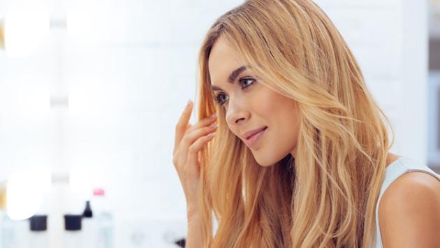 Jeune femme aux cheveux fins